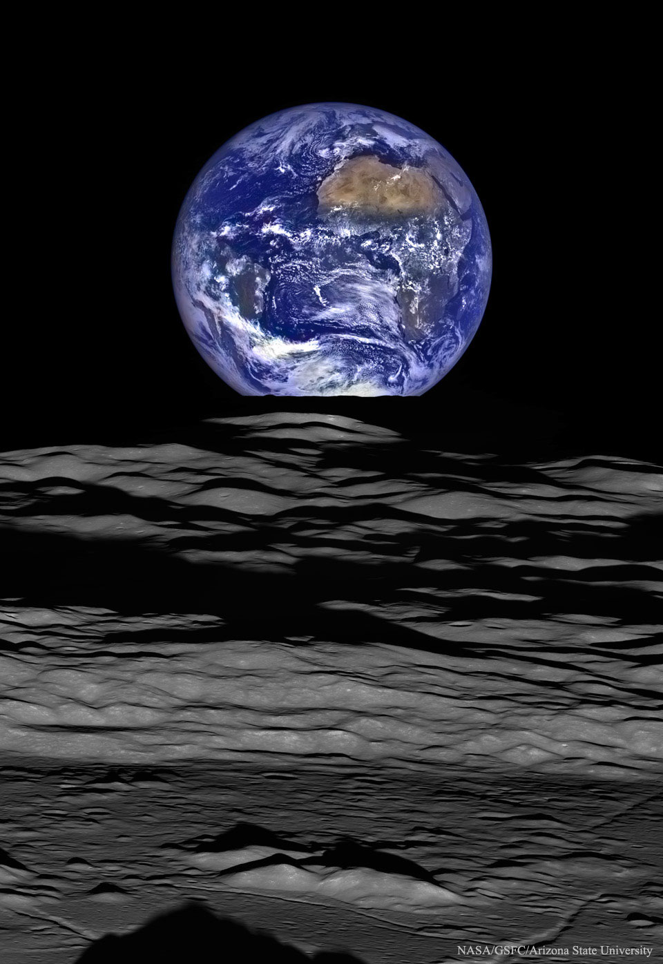 Earthrise_LRO_960